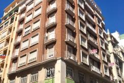 Vivienda para reformar en edificio muy cerca de la Plaza del Ayuntamiento.